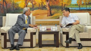 President Wang Cheng Met with Prof. P. K. Khosla and Signed University Cooperation Memorandum